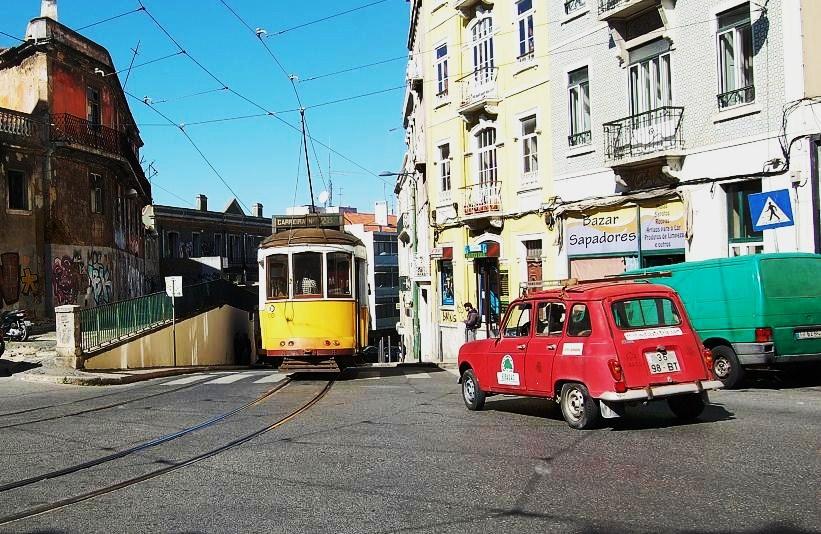 le tram 28 passe à Sapadores