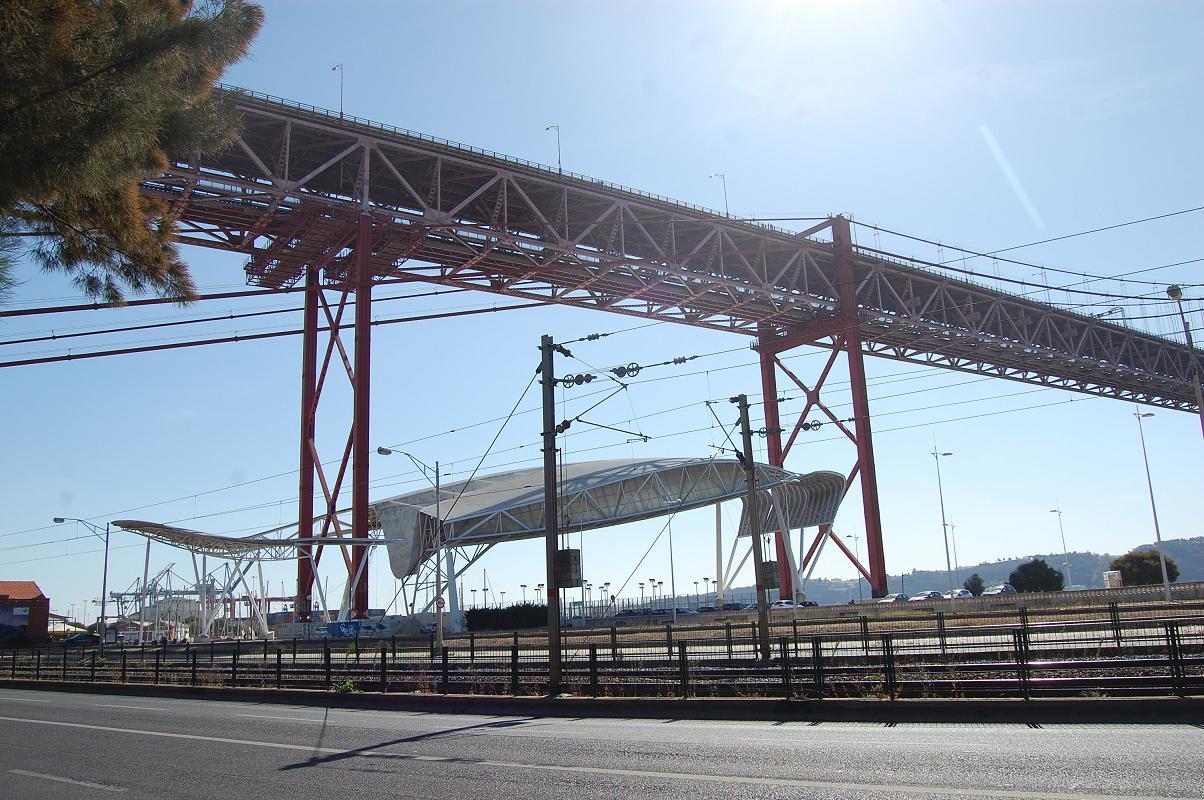 acés au pont 25 avril á Lisbonne