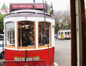voyage à la carte à bord du tram rouge