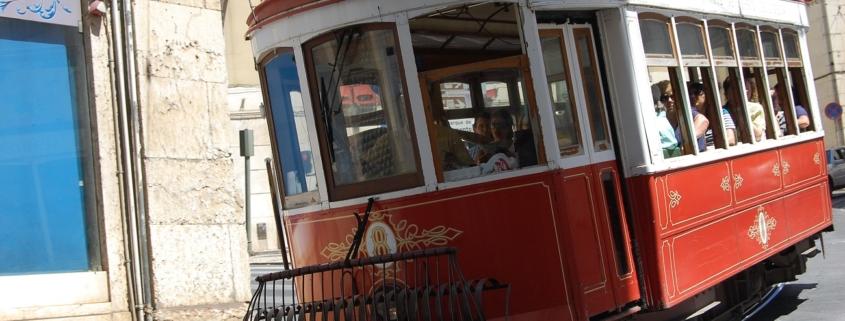 tram touristique rouge de Lisbonne