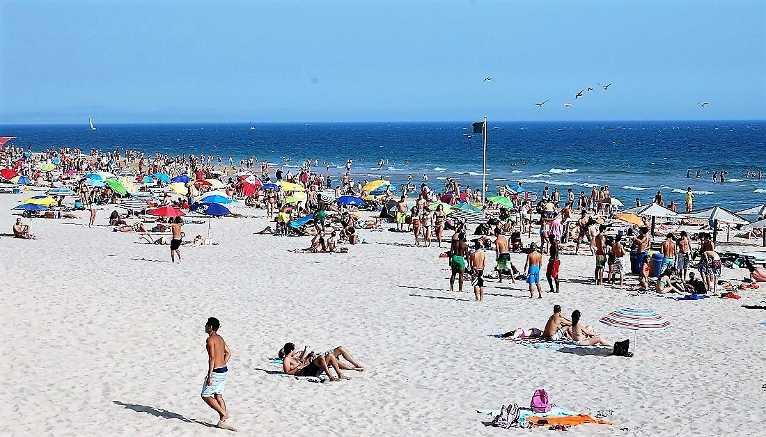 Carcavelos, 2 km de sable blond près de Lisbonne